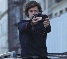 Harry Styles thats why harrys is soooooooooo goooood toooooo take photo´s with fans