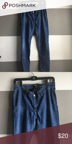 Forever 21 Skinny Jeans Great everyday skinny jeans from Forever 21. High waisted for great coverage and perfect paired with your favorite crop top. Forever 21 Jeans Skinny