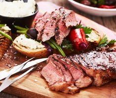 Om man vill ha en ren köttbit är grillad ryggbiff det rätta valet. Köttet är mört, lättlagat och känns lyxigt på tallriken. Med valfri kryddning och goda tillbehör kan denna biff få det att vattnas i munnen på vem som helst. Alltid en vinnare på grillen!