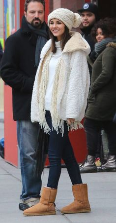 Ugg Boats Outfit Comfy Casual Hats 68 Ideas For 2019 Winter Casual Outfit, Casual Outfits, Victoria Justice, Outfit 2016, Ugg Boots Outfit, Outfit Jeans, Ugg Winter Boots, Black Uggs, Boating Outfit