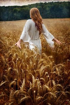 She walked through fields of gold 🌾 Fields Of Gold, Wheat Fields, Field Of Dreams, Girl Photography, Rainbow Photography, Outdoor Photography, Belle Photo, Senior Pictures, Beautiful Pictures