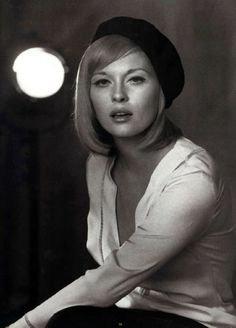Faye Dunaway looking awesome with beret