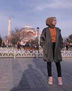 The very word conjures up images of gorgeous Muslim girls with pretty sca. Tesettür Kombinleri - Tesettür Modelleri ve Modası 2019 ve 2020 Modest Fashion Hijab, Modern Hijab Fashion, Muslim Women Fashion, Street Hijab Fashion, Hijab Style, Casual Hijab Outfit, Hijab Fashion Inspiration, Hijab Chic, Fashion Outfits