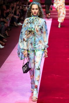 Dolce & Gabbana Spring 2018 Ready-to-Wear Fashion Show Collection