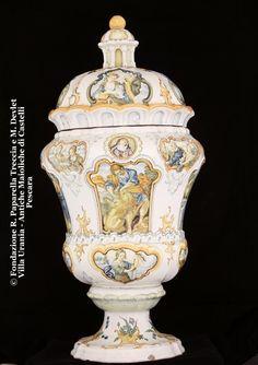 Gesualdo Fuina, Vaso con immagini sacre e rocaille, XIX secolo, Collezione Paparella-Treccia, Pescara