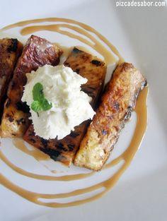 Piña asada con crema de mascarpone y caramelo