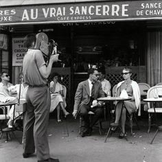 À BOUT DE SOUFFLE Godard donne des indications à Seberg devant la caméra de Coutard