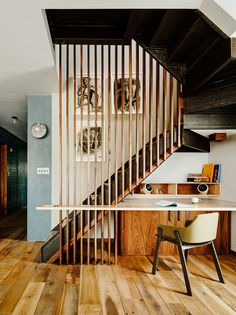 """Yay or Nay: Step Up Your Staircase Game with This Modern Design Trend? Vinegar Hill Brooklyn apartment via General Assembly uses a staircase screen to add design interest. See how to """"Step Up Your Staircase Game with This Modern Design Trend"""" Modern Staircase, Staircase Design, Staircase Ideas, Small Space Staircase, Traditional Staircase, Interior Staircase, Stair Design, Loft Design, Apartamento No Brooklyn"""