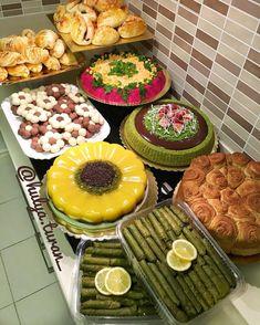 Pin by Mariana Nasser on Food Fruit Presentation, Turkish Breakfast, Brunch, Food Decoration, Food Platters, Food Goals, Cooking Gadgets, Food Preparation, Good Food