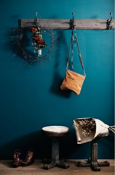 teal wall. that is gorgeous! Accent wall powder bath? Or entry?
