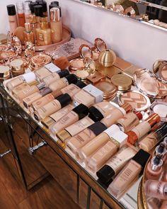 Makeup Kit, Makeup Inspo, Beauty Makeup, Indie Makeup, Makeup Eyes, Huda Beauty, Makeup Room Decor, Makeup Rooms, Makeup Storage