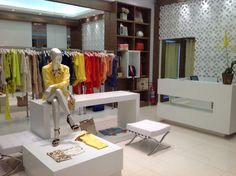Decorar lojas de roupas 010 Boutique Decor, Mobile Boutique, Mini Store, Luxury Shop, Retail Design, Business Design, Visual Merchandising, Store Design, Interior Design