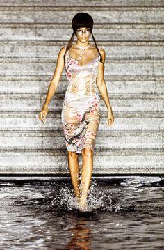 Alexander McQueen Spring 1997 Ready-to-Wear Fashion Show - Astrid Muñoz