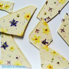 Spring White Chocolate Bark Candy: dalla tradizione natalizia americana, una rivisitazione primaverile con fiori eduli dei prati versiliesi e delle Apuane.