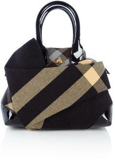Vivienne Westwood Winter Tartan Front Pocket Small Yasmin Tote in Black – Lyst Beautiful Bags, My Bags, Purses And Handbags, Fasion, Tweed, Fashion Accessories, Models, Shoulder Bag, Shoe Bag