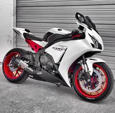 Not A Real CBR Fan, But This Is A Beautiful Bike!