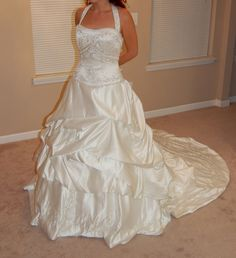 Ivory/white wedding dress with pickups! Ball gown style! Size 10.
