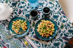 Make cauliflower...into paleo hashbrowns...in your waffle iron...in, like 2 seconds stat. Okay, 3 seconds. But let's not get nitpicky here. WAFFLE IRON CAULIFLOWER HASHBROWNZZZZ.