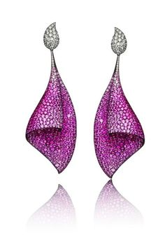 Adler in Titanium Sail earrings, set with 73ct of pink sapphires and 7ct of white diamonds. Here all of the properties of the metal are on display: it has been anodized to highlight the pink of the sapphires, no other metal could permit such a fine structure support the stones and no ear could support even that much Platinum or Gold without drooping to the floor.