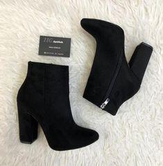 Pretty Shoes, Beautiful Shoes, Fashion Heels, Fashion Boots, Heeled Boots, Bootie Boots, Cute Boots, Dream Shoes, Girls Shoes