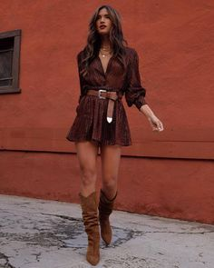 I love this all brown outfit Women Fashion Brown Boots Outfit, Cowboy Boot Outfits, Winter Boots Outfits, Dress With Boots, Fall Outfits, Cowboy Outfit For Women, Long Brown Boots, Boho Outfits, Casual Skirt Outfits