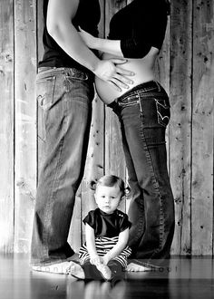 Love this pose with all the family members just not with me preggo lol