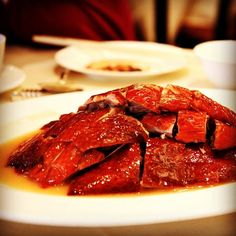 Do you know you can always buy the renowned Yung Kee (鏞記)'s roasted goose back to your hometown? As it offers Flying Roasted Goose (傳統炭燒飛機燒鵝) at HKD500/each that is specially packed for hand-carry on flight, you can now buy back as souvenir or share with family and friends. Have you tried before? #allabouthongkong