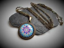 Lange Kette mit Mandala Anhänger | Etsy Bronze, Pink, Pendant Necklace, Jewelry, Fashion, Easy Mandala, Mandala Pattern, Pouch, Moda