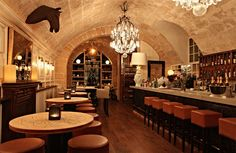 Tast Club Palma, Carrer de Sant Jaume 6 is a place to see and to be seen. Ambiance and great tapas!