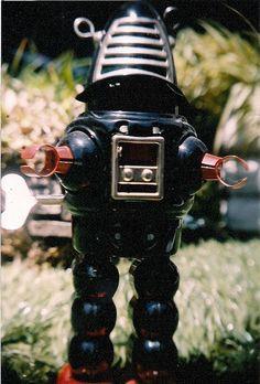 Robots: The taste of Petrol and Porcelain | Interior design, Vintage Sets and Unique Pieces www.petrolandporcelain.com