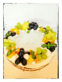 Бисквит Королевы Виктории с кремом-чиз и кусочками груши и ананаса