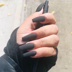 40 Pretty Matte Black Nails to Inspire You Dark Grey Nails, Grey Matte Nails, Grey Acrylic Nails, Black Coffin Nails, Acrylic Nails For Fall, Black Chrome Nails, Matte Black Nail Polish, Long Black Nails, Et Tattoo