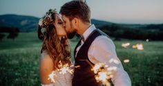 Beautiful young bride and groom on a meadow in the evening, holding sparklers. A man and a woman kissing. Bottle Sparklers, Champagne Sparklers, Wedding Sparklers, Wedding Exits, Our Wedding, Wedding Venues, Birthday Cake Sparklers, Glow Stick Wedding, Theme Nature