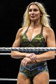 Charlotte Flair Wrestling Stars, Wrestling Divas, Charlotte Flair Wwe, Wwe Girls, Wwe Ladies, Wwe Female Wrestlers, Wrestling Superstars, Brock Lesnar, Wwe Womens
