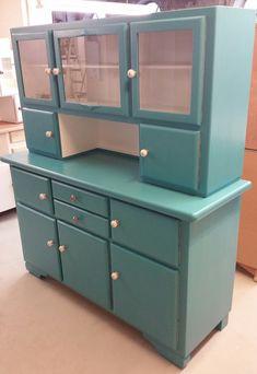 Homey Kitchen, Kitchen Cupboards, Kitchen Furniture, Furniture Decor, Furniture Storage, Diy Garden Decor, Painting Cabinets, Vintage Kitchen, Vintage Furniture