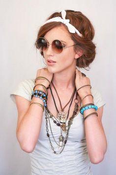 Step by Step: Kreative Sommerfrisur mit Haarband zum Nachstylen