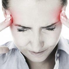 Lindra huvudvärken naturligt! Många med huvudvärk eller migrän söker sig till naturliga kurer då de vill undvika starka mediciner. Huvudvärk definieras som en kontinuerlig smärta i huvudet, vare sig det är kronisk spänningshuvudvärk orsakad av muskelsammandragningar eller fullskalig migrän. Migrän är en pulserande, bultande smärta som kan vara i ett par timmar till flera dagar.