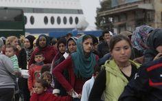 1200 μετανάστες και πρόσφυγες από τη Χίο στην Ελευσίνα