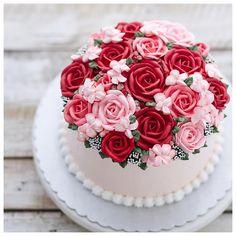 Trendy Ideas For Cake Decorating Birthday Pink Roses - Babyshower Pink Cake Ideen Birthday Cake For Mom, Birthday Cake With Flowers, Happy Birthday Cakes, Flower Birthday, Pink Rose Cake, Red And Pink Roses, Roses On Cake, Buttercream Decorating, Cake Decorating
