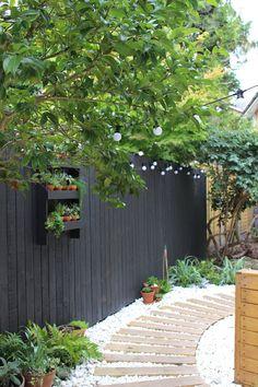 "DIY garden is the perfect winter haven"" Heather Young's garden in Modern Gardens Magazine .ukHeather Young's garden in Modern Gardens Magazine . Backyard Garden Landscape, Diy Garden, Backyard Fences, Garden Projects, Backyard Landscaping, Garden Fences, Garden Tips, Outdoor Projects, Modern Garden Design"