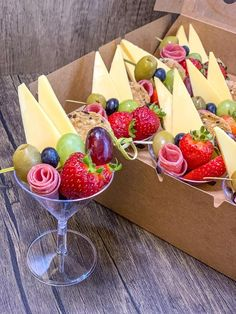 Snacks Für Party, Appetizers For Party, Appetizer Recipes, Charcuterie Recipes, Charcuterie And Cheese Board, Cheese Boards, Gluten Free Kitchen, Party Food Platters, Brunch Party