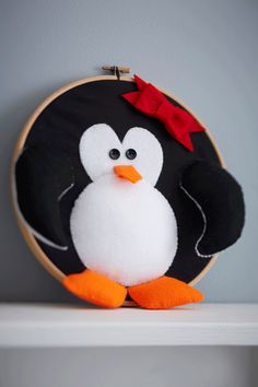 Perfect for kids, this children's wreath features a sweet little penguin that they'll love. Adult supervision required, but they'll soon be proud of their creation!