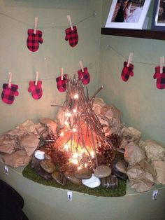 DIY Campfire Table Decoration for a camping theme party or lumberjack birthday party First Birthday Parties, Birthday Party Decorations, Boy Birthday, First Birthdays, Birthday Ideas, Theme Parties, Table Decorations, Lumberjack Birthday Party, Baby Shower Parties