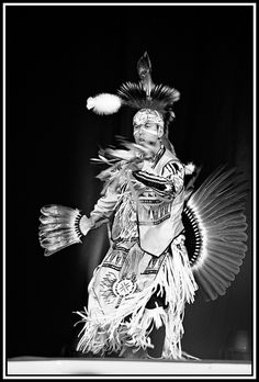 First nations show / Premières nations - spectacle, via Flickr.