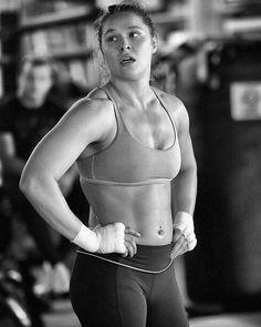 36 Ideas Fitness Model Female Booties Mma For 2019 Ronda Rousey Wwe, Ronda Jean Rousey, Ronda Rousey Body, Ronda Rousey Photoshoot, Rounda Rousey, Rowdy Ronda, Jiu Jitsu, Sport Fitness, Fitness Women