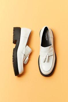 Slide View: 1: Vagabond Kenova Leather Loafer