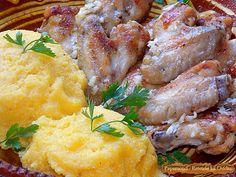 Aripioare de Pui Prajite Servite cu Mujdei de Usturoi si Mamaliga Romanian Food, Carne, Chicken, Cubs, Kai