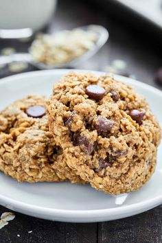 Oatmeal Chocolate Chip Cookies are ultra chewy and naturally gluten free. These cookies are full of oats, brown sugar, cinnamon, and chocolate chips! Cookie Recipes From Scratch, Healthy Cookie Recipes, Oatmeal Cookie Recipes, Dessert Recipes, Healthy Treats, Healthy Desserts, Healthy Snacks, Healthy Eating, Double Chocolate Chip Cookie Recipe