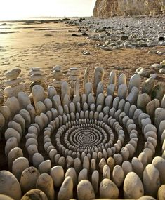Artist Spends Hours Arranging Natural Objects Into Stunning Mandalas, Leaves Them In The Forest For You To Find