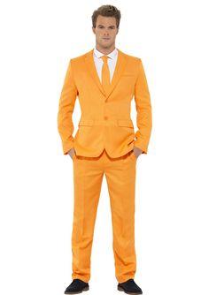 Gaaf Oranje pak om ONS elftal de Wereldtitel toe te juichen! Met dit oranje WK pak kan gaan we winnen, kom snel kijken bij Themakleding.nu en bestel jou pak!